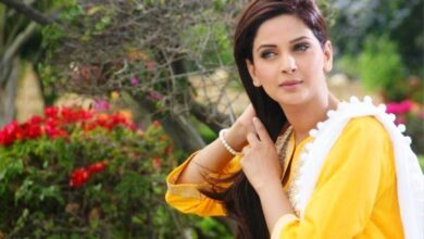 Photo of Who is Sending Flowers to Saba Qamar Daily?