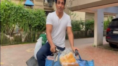 Photo of Sonu Sood Starts Selling Eggs and Bread on Bicycle